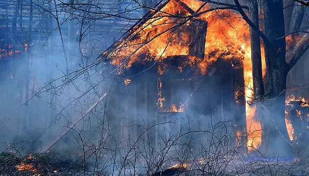 В Ізяславській ОТГ пожежники ледь врятували будинок