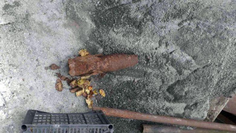 У Шепетівці на металобрухт здали артилерійський снаряд