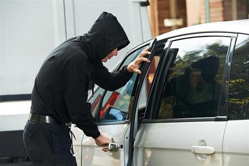 У Шепетівці рецидивіст викрав автомобіль і в той же день його продав