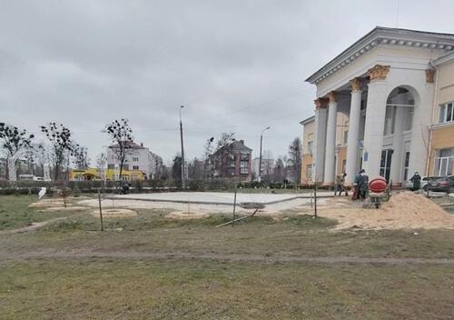 У Славуті біля Палацу культури облаштовують «Ірландський сад»