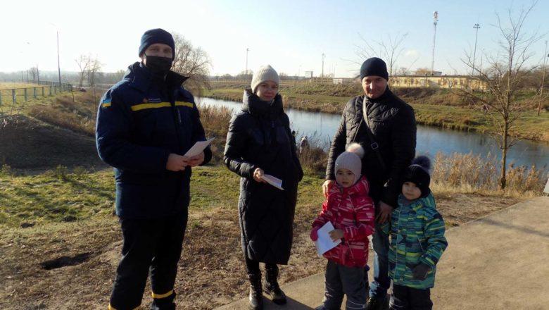 У Нетішині рятувальники навчали правил поведінки на водоймах взимку