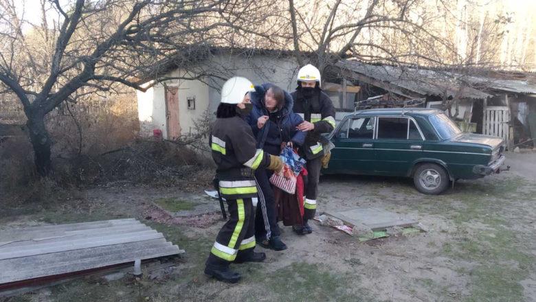 У Славутській ОТГ вогнеборці врятували жінку