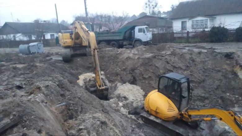 У Славуті тривають ремонтні роботи з відновлення каналізаційних мереж