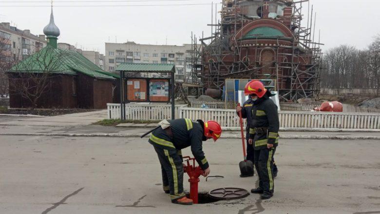 Шепетівські рятувальники оглянули об'єкти пожежогасіння