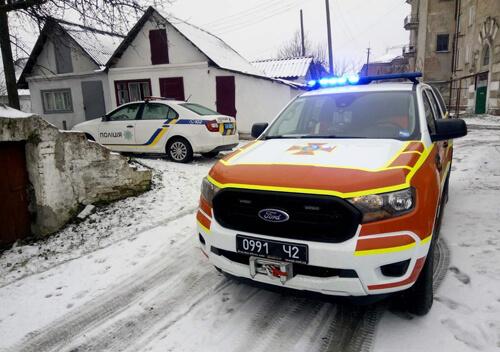 Рятувальники визволили літню жительку Шепетівки