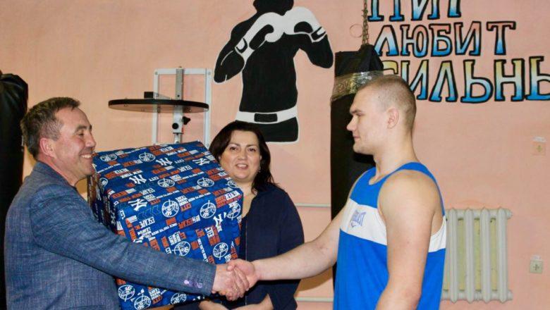Юні боксери з Шепетівки отримали спортивний інвентар