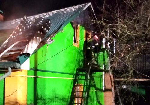 У Славуті вогонь знищив дах житлового будинку
