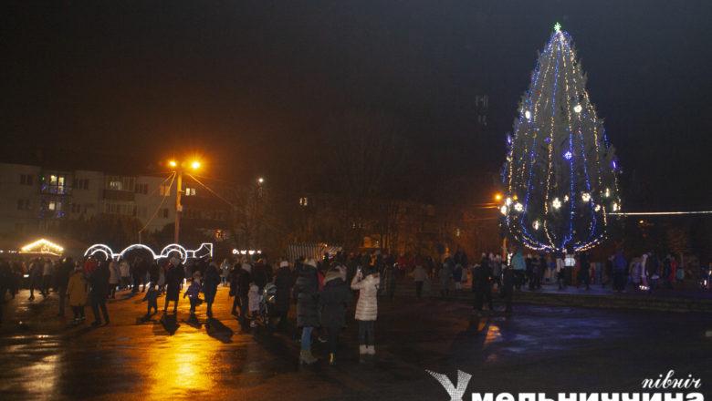 У Шепетівці відкрили головну ялинку міста та Ярмаркове містечко