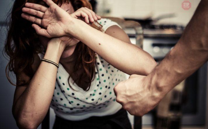 У Шепетівці невідомі побили жінок біля нічного клубу