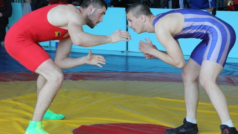 У Шепетівці відбувся чемпіонат з вільної боротьби
