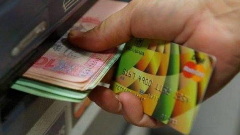 На Шепетівщині чоловік вкрав у сусіда грошову картку