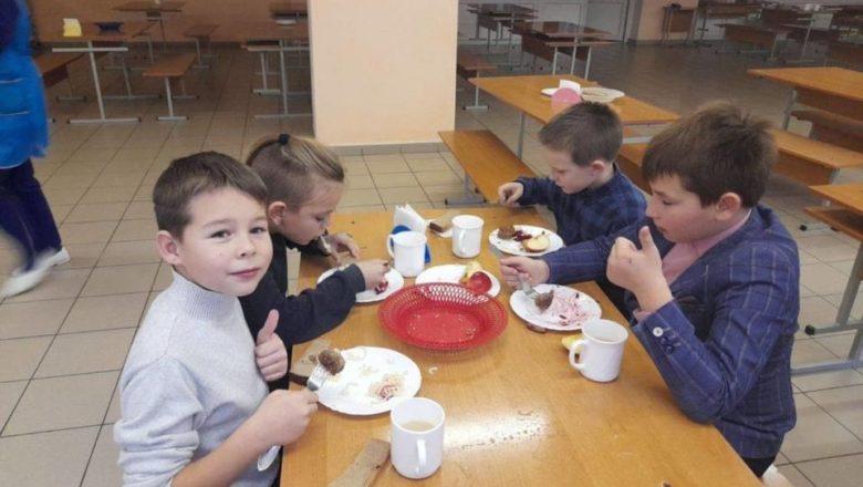 Славутські учні харчуються за новою системою