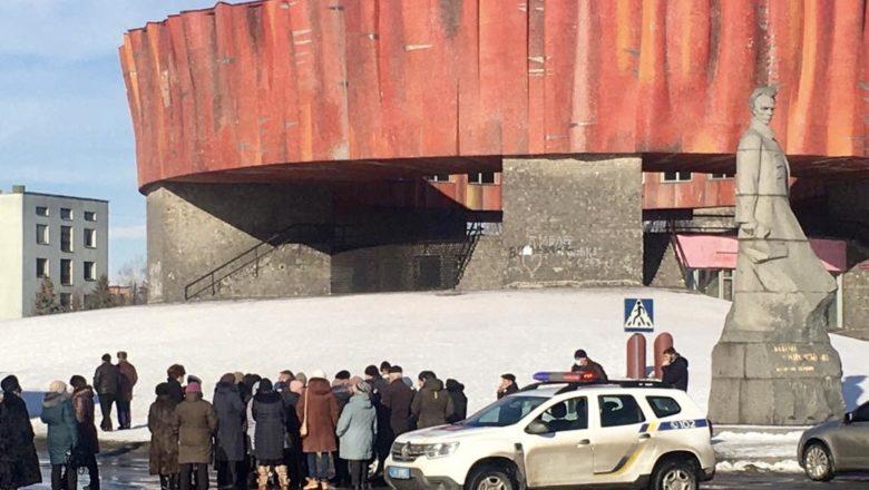У Шепетівці мітингують проти підвищення тарифів на тепло