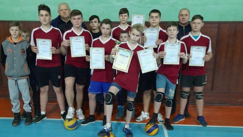 Ізяславські волейболісти здобули першість турніру у Славуті