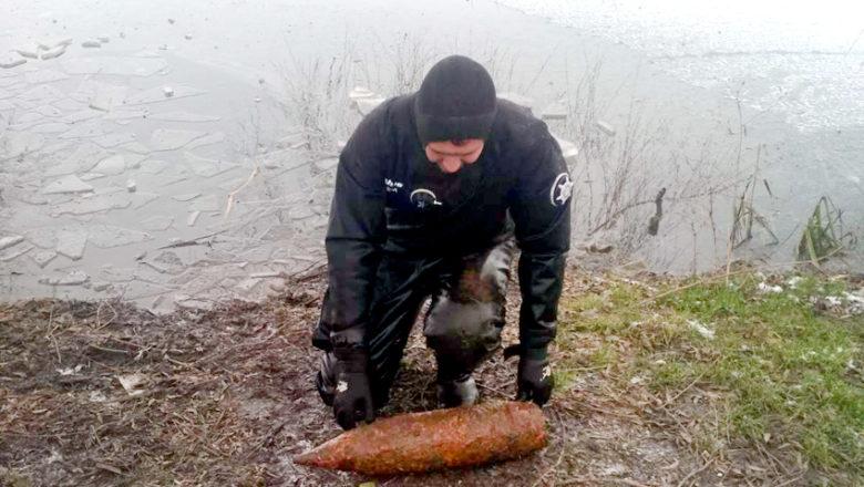 У Шепетівській Гусці знайшли артилерійський снаряд часів Другої Світової