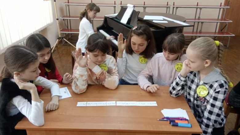 """У Нетішині відбувся творчий конкурс """"Юний теоретик"""""""