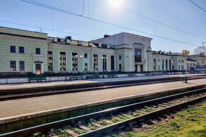 """На період """"червоної зони"""" на  Шепетівщині не курсуватимуть приміські поїзди"""