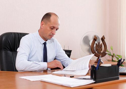 """Задля економії бюджету на період """"червоної зони"""" шепетівський мер працюватиме безкоштовно"""