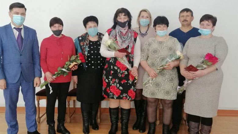 """На Шепетівщині чотирьом матерям присвоїли звання """"героїнь"""""""