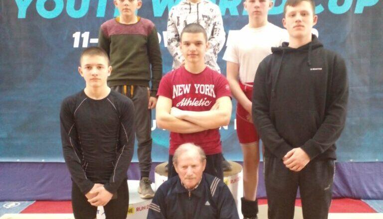 Юні важкоатлети з Шепетівки змагалися в обласному чемпіонаті