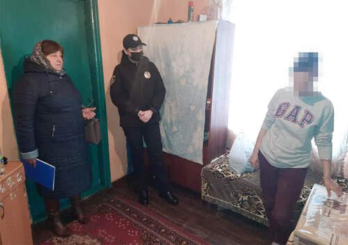 На Білогірщині поліцейські вилучили 5 дітей у матері