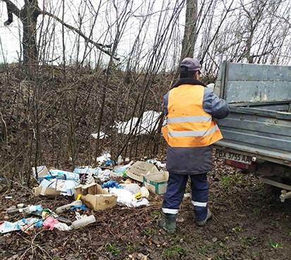 На Білогірщині замість ремонту з доріг прибирають сміття