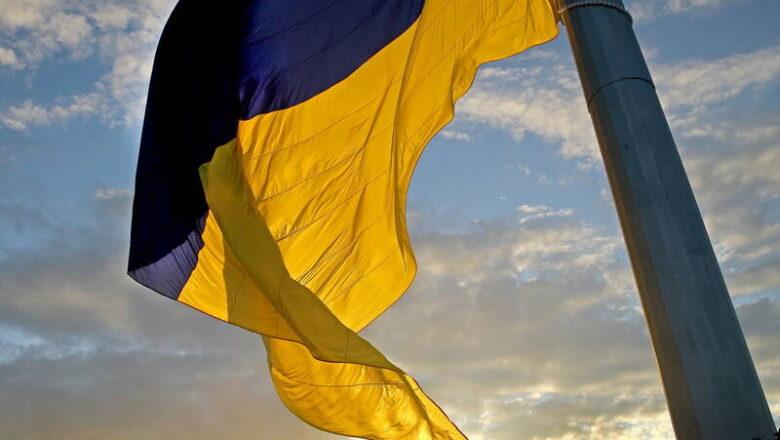 У Хмельницькому планують встановити найбільший державний прапор. Чи буде видно його з Шепетівки?