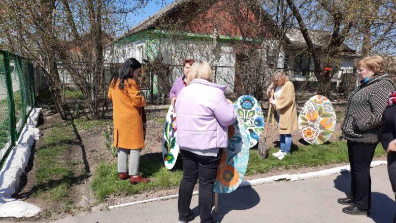 Як громади Шепетівського району прикрасили вулиці до Великодня (фото)