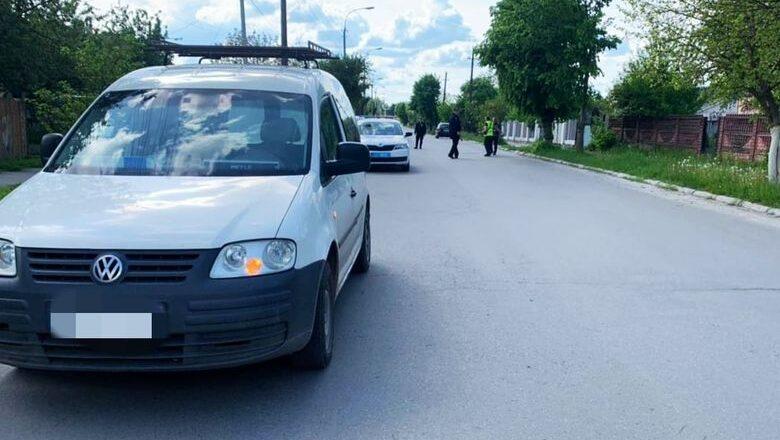 У Шепетівці шукають свідків ДТП, у якій автомобіль збив юнака
