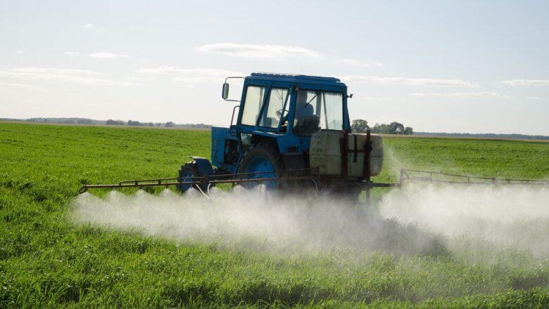 У Шепетівському районі попередили про обробку полів хімікатами