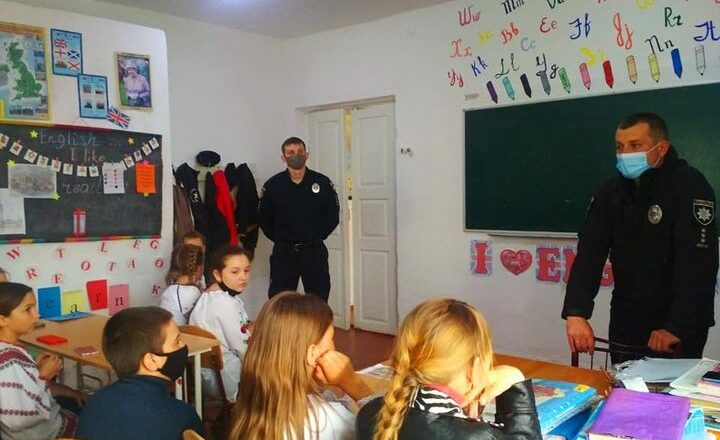 У Славуті поліцейські навідалися до школярів
