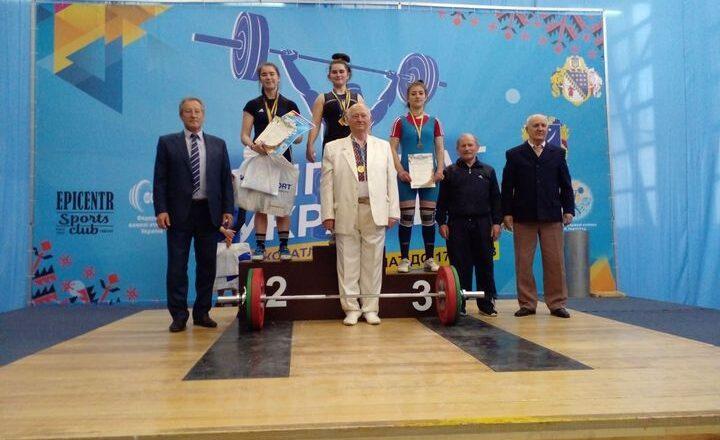 Шепетівчанка Катерина Денисенко стала бронзовою призеркою чемпіонату України з важкої атлетики
