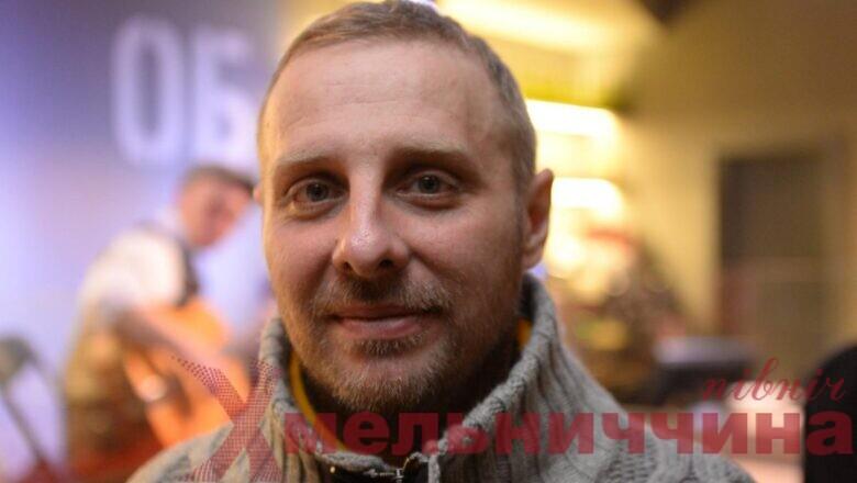 Художник Нікіта Тітов презентує свою виставку в Шепетівському Музеї пропаганди