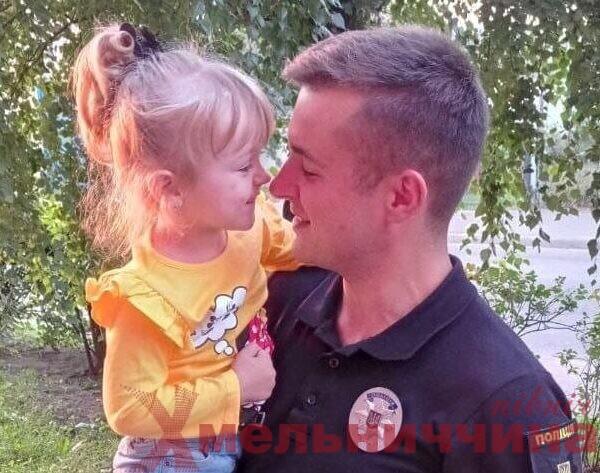 До Дня тата шепетівські копи похвалились родинними фото