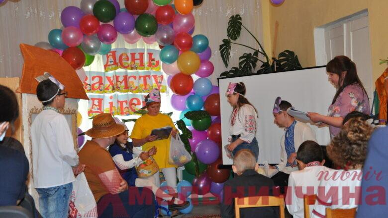 У Білогірській громаді вітали дітей