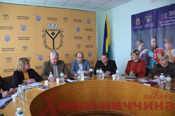 Чиновники області зібрались в Шепетівці, щоб вирішити питання булінгу в школах