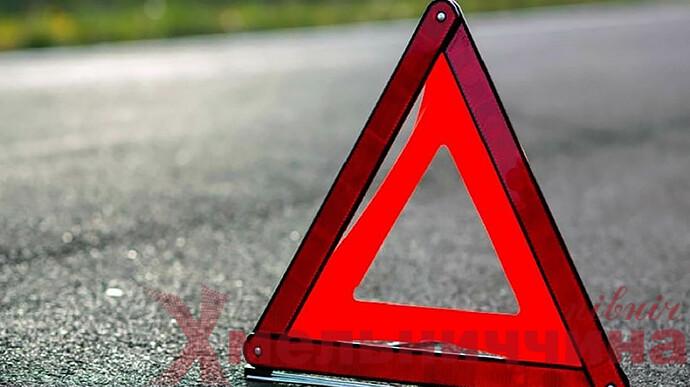 На Хмельниччині сталася ДТП: автомобіль перекинувся на дах