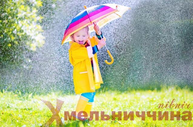 дитина з парасолею