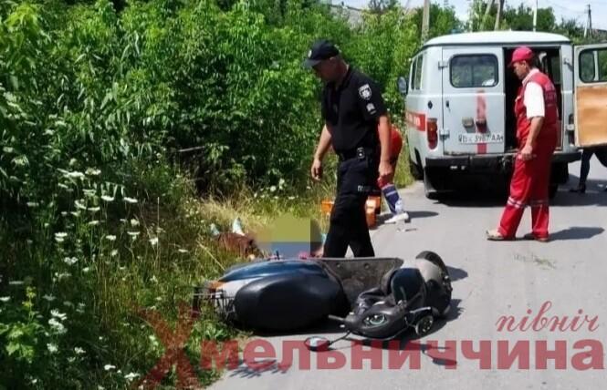 Смертельна ДТП на Шепетівщині: 70-річна жінка впала з скутера