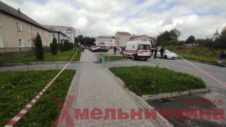 Поки чекала на роботодавця, загинула від рук незнайомця: у сусідньому з Шепетівським районі вдень зарізали жінку