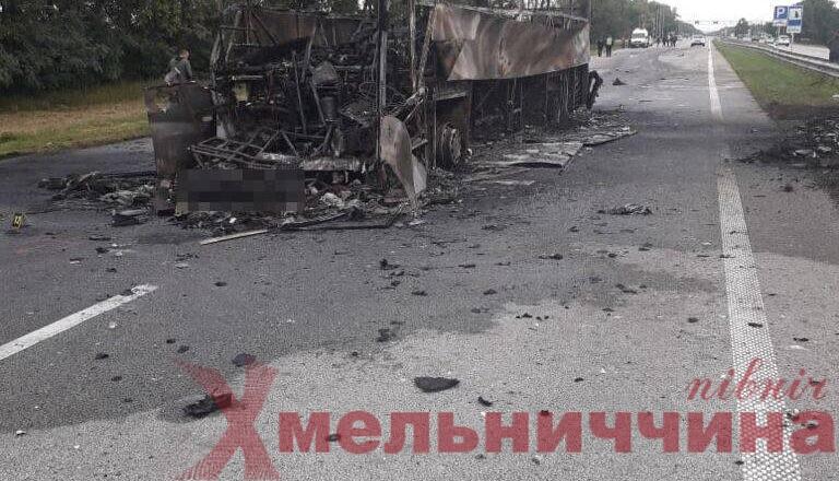 Міжнародний автобус зіткнувся із вантажівкою у сусідньому з Шепетівським районі: є загиблий та потерпілі