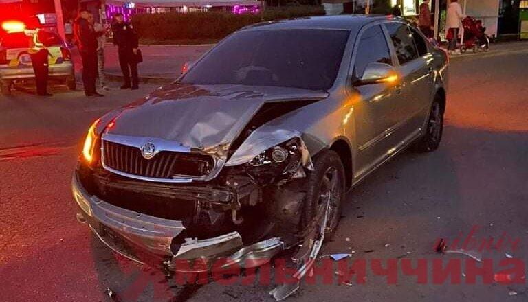 """Мотоцикл проти легковика та автівка проти """"підводи"""": на Шепетівщині сталось дві ДТП із постраждалими"""