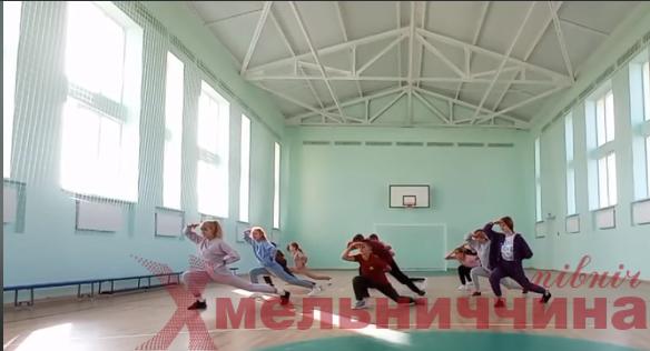 На Білогірщині школярі розпочали челендж до Дня фізичної культури та спорту (відео)
