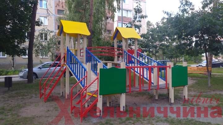Дитячі майданчики Нетішина поповнилися новими ігровими локаціями