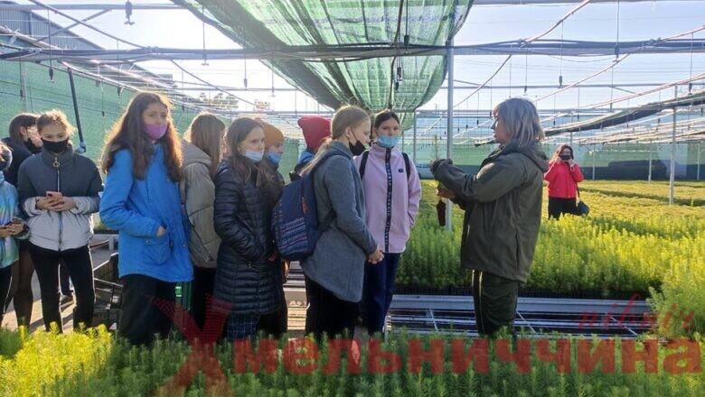 НПП «Мале Полісся» активно долучає юних славутчан до акції «Створюємо ліси разом»