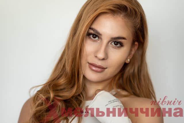 """Учасниця з Хмельниччини  стала ТОП-фіналісткою конкурсу """"Міс Україна Всесвіт"""""""