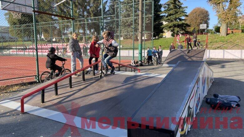 У Полонному встановили скейт-парк